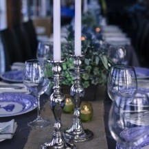 blue delftware hessian beach wedding jawa chairs thistle lanterns hydrangeas silver candlesticks archway crystal wedding planner geelong melbourne surf coast bellarine